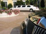 LIMOUSINE COMO. Noleggia a Como e provincia di Como una limousine per serata in discoteca, cene, matrimonio e ogni tipologia di evento. Con Limousine miglior prezzo e alta professionalità.